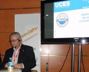 Manuel Sánchez Gómez-Merelo, presidente de UCES, presentando el Sello de Seguridad y Calidad UCES.